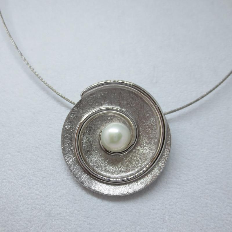 Silber, rhodiniert mit Süsswasserzuchtperle