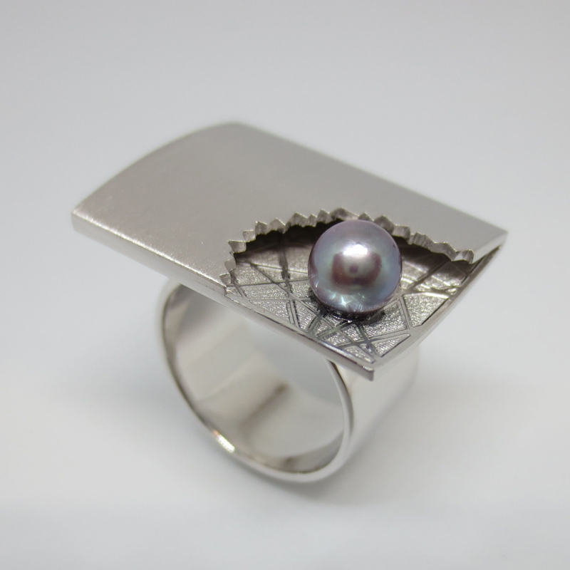 Silber mit Gravur und Tahitiperle