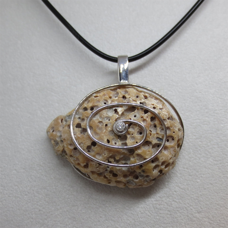 Muschelfundstück mit Silber und Zirkonia-01